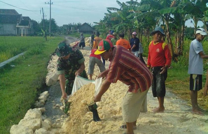 Pengerasan Jalan, Memperlancar Aktifitas Petani dan Distribusi Hasil Panen