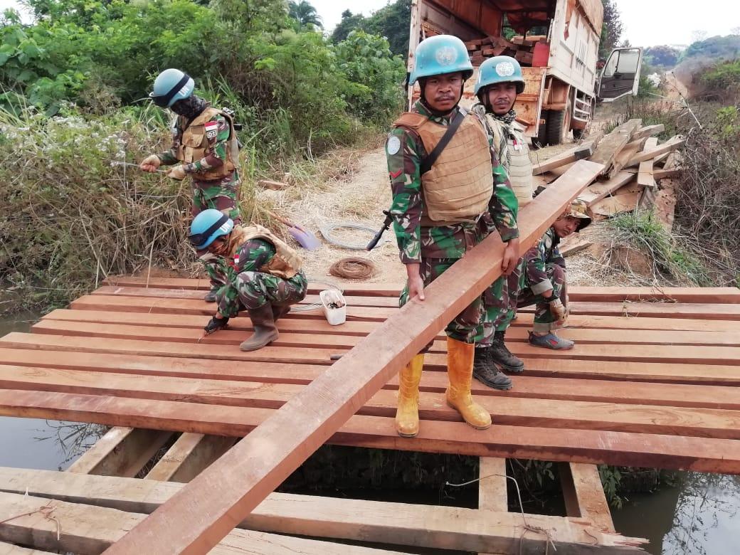 Prajurit Garuda Perbaiki Jembatan Gamboula-Dilapoko Axis Afrika Tengah