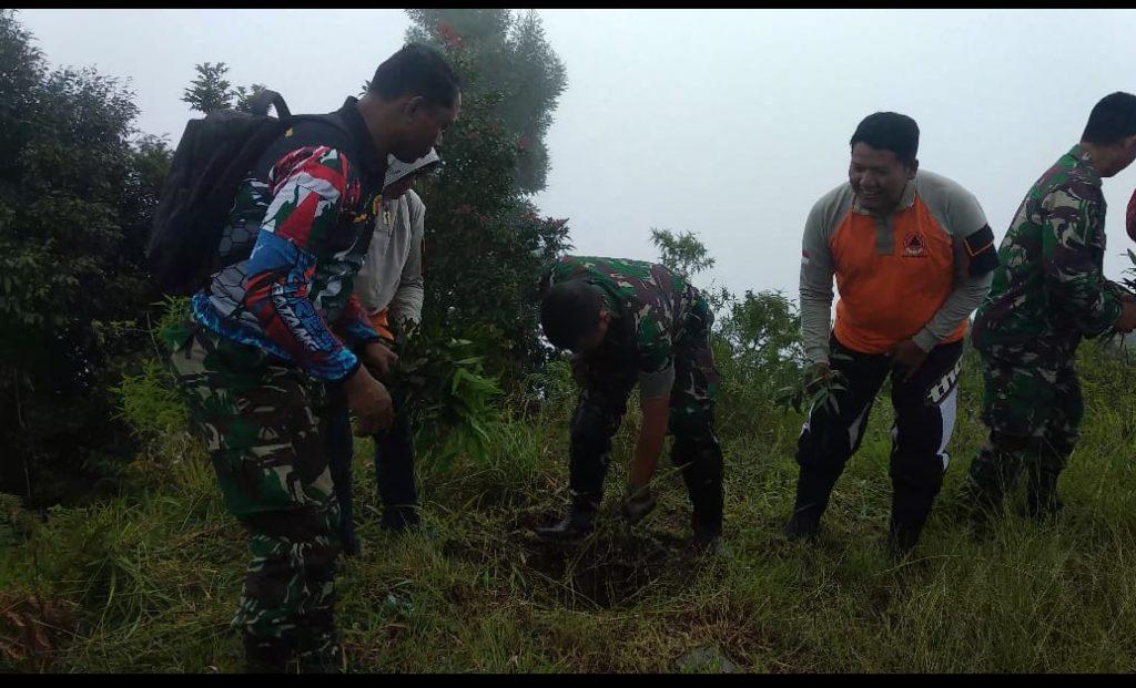 Kodim 0736/Batang Bersama Muspika Aksi Sosial Peduli Lingkungan di Lereng Gunung Prau