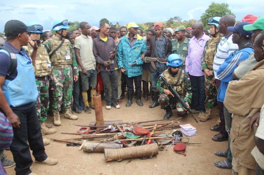 Satgas Monusco terima Dua Pucuk Senjata AK47 dari Ex Combatan