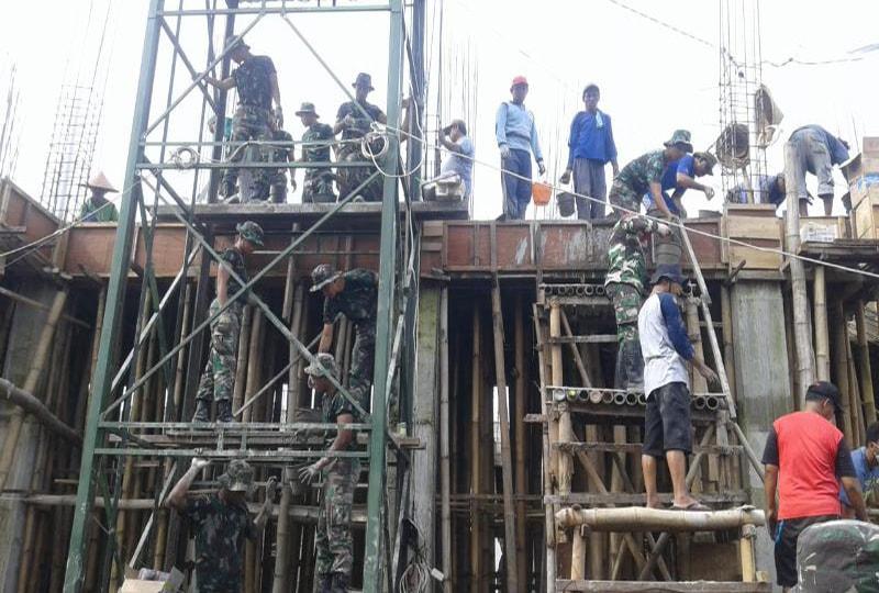 Wujud Kemanunggalan TNI dengan Rakyat, Percepat Pengecoran Masjid