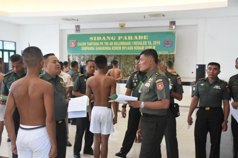 Danrem 091/ASN Pimpin Sidang Parade Calon Tamtama di Samarinda