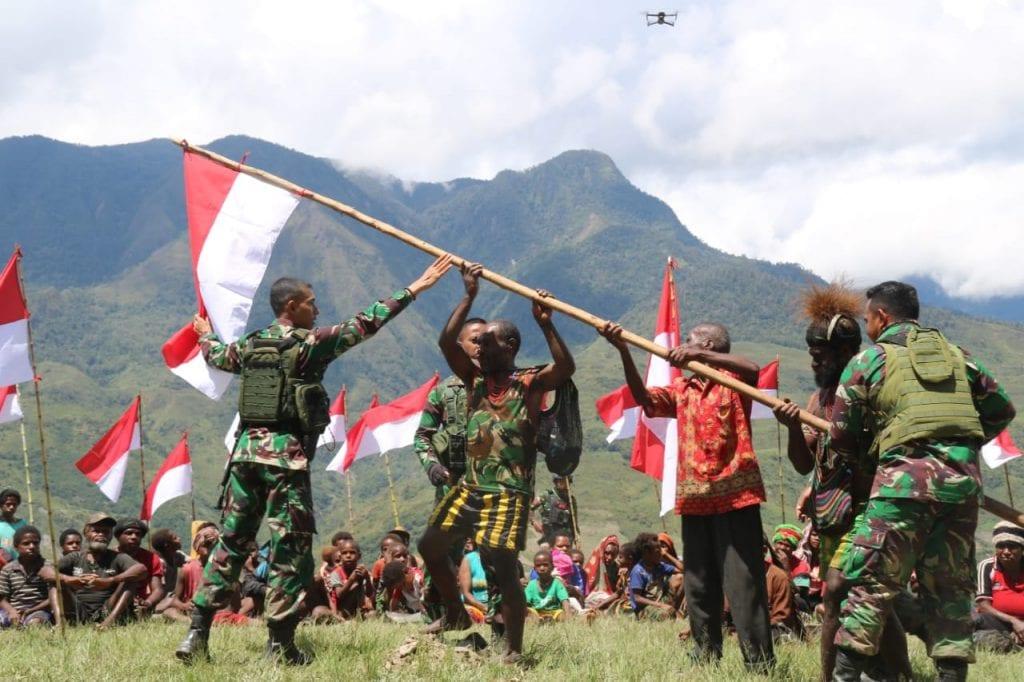 Deklarasi Setia NKRI, Warga Puncak Jaya Serahkan Alat Perang