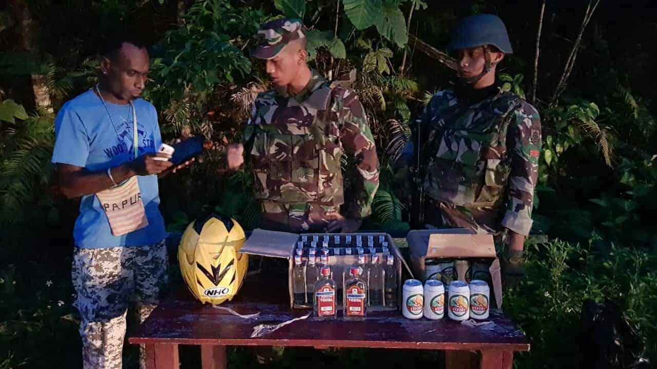 Kembali, Satgas Pamtas Yonif 328 Amankan Ratusan Botol Miras Ilegal Di Perbatasan