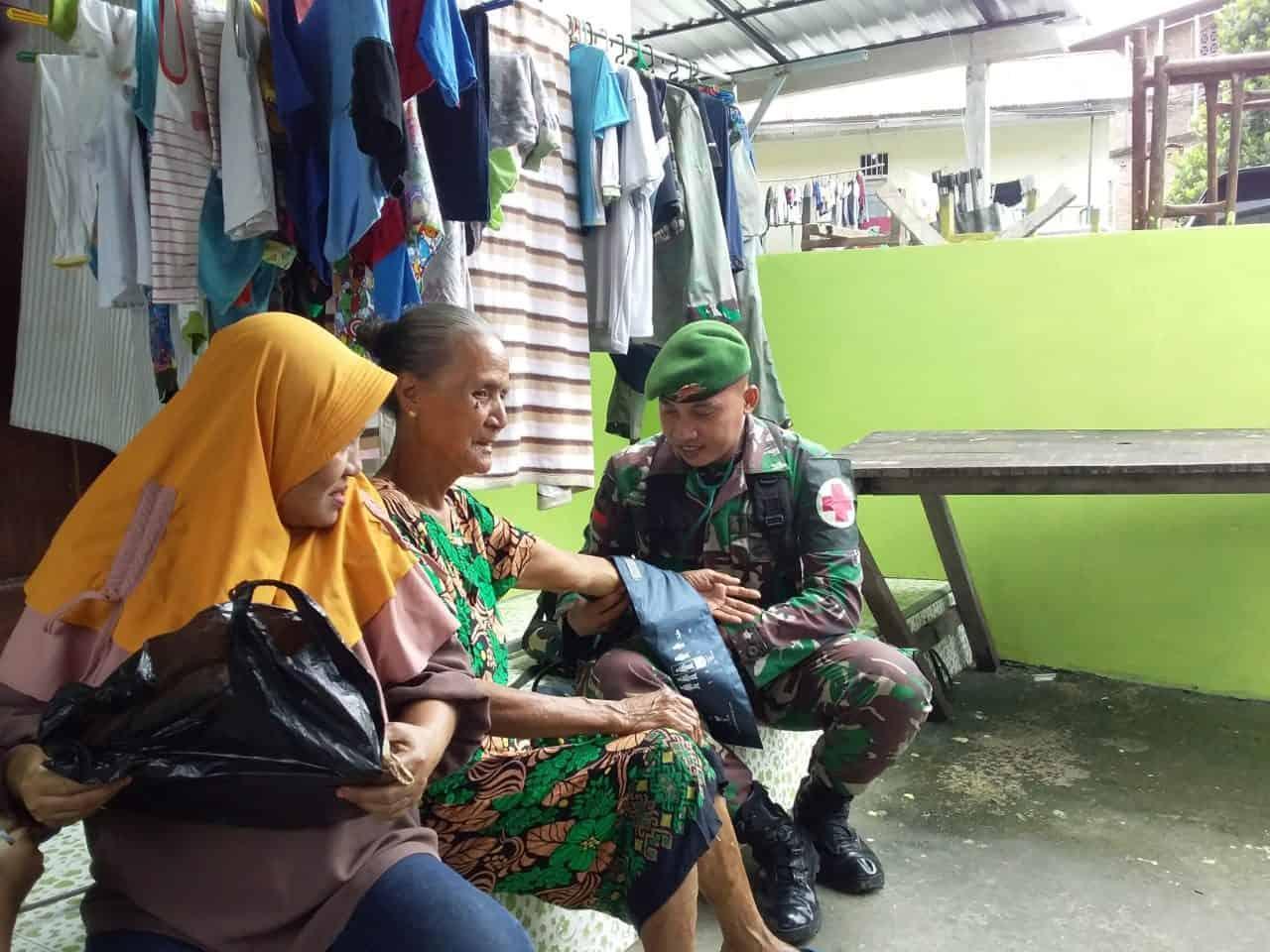 Gelar Puskesmas Keliling, Satgas Yonif 734 Peduli Kesehatan Warga Maluku
