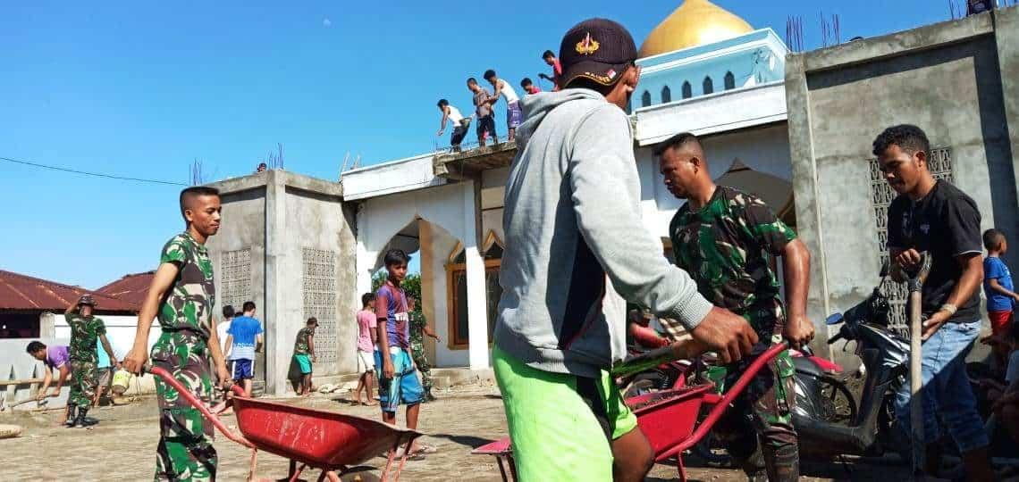 Percepat Warga Beribadah, Satgas Yonif 743 Bantu Cor Masjid Di Morotai