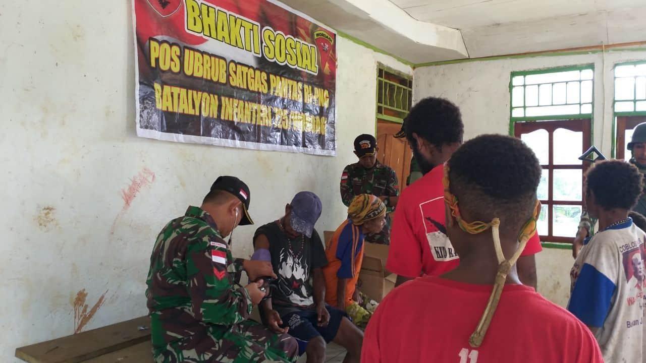 Jauh Dari Faskes, Satgas Yonif 725 Gelar Pengobatan Gratis Di Pedalaman Papua