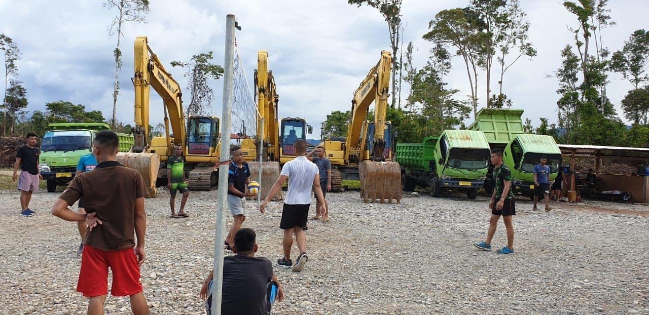 Bantu Bangun Papua, Satgas Yonzipur 8 Dan Warga Nduga Hidup Harmonis