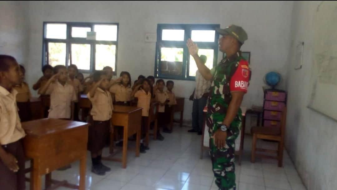 Peduli Masa Depan Anak Maluku, Babinsa Mengajar Di Marsela