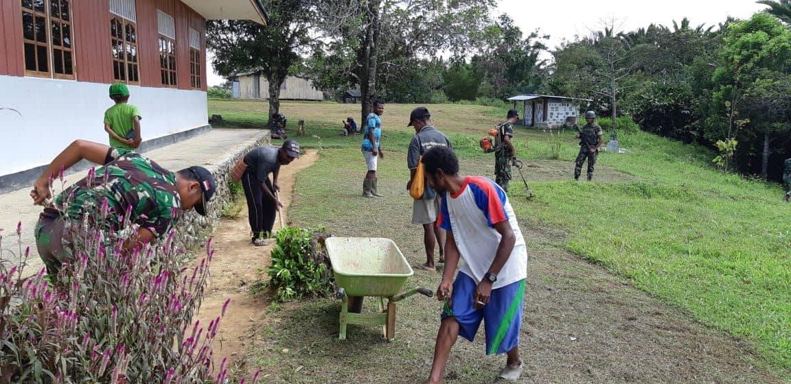 Peduli Warga Dan Lingkungan, Satgas Yonif 725 Bersihkan Sarana Ibadah Warga