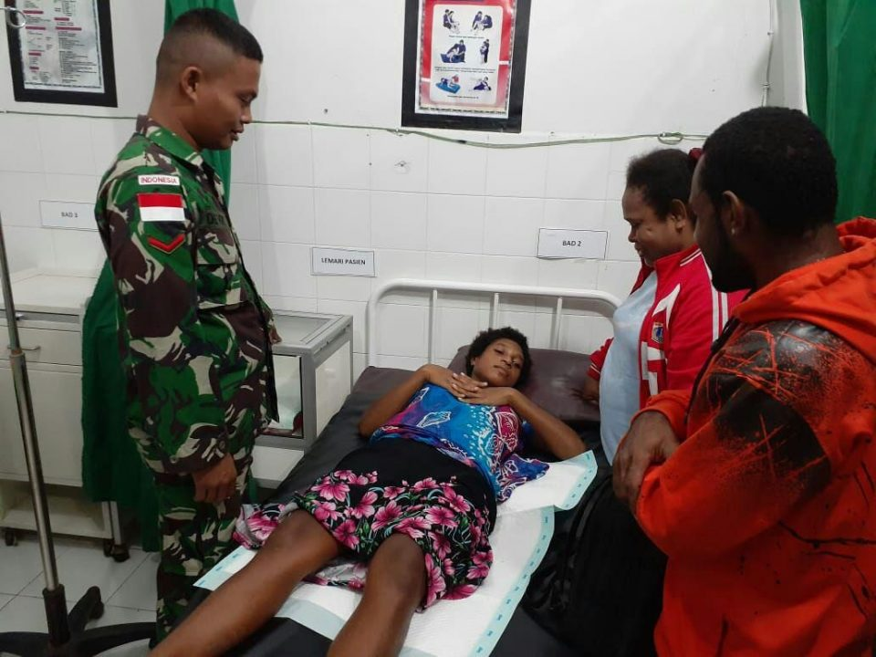 Kesulitan Proses Persalinan, Rose (19) Diselamatkan Satgas Yonif 328