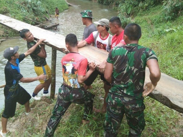 Jembatan Kayu Satgas Pamtas Yonmek 643/wns Sambungkan Asa Warga