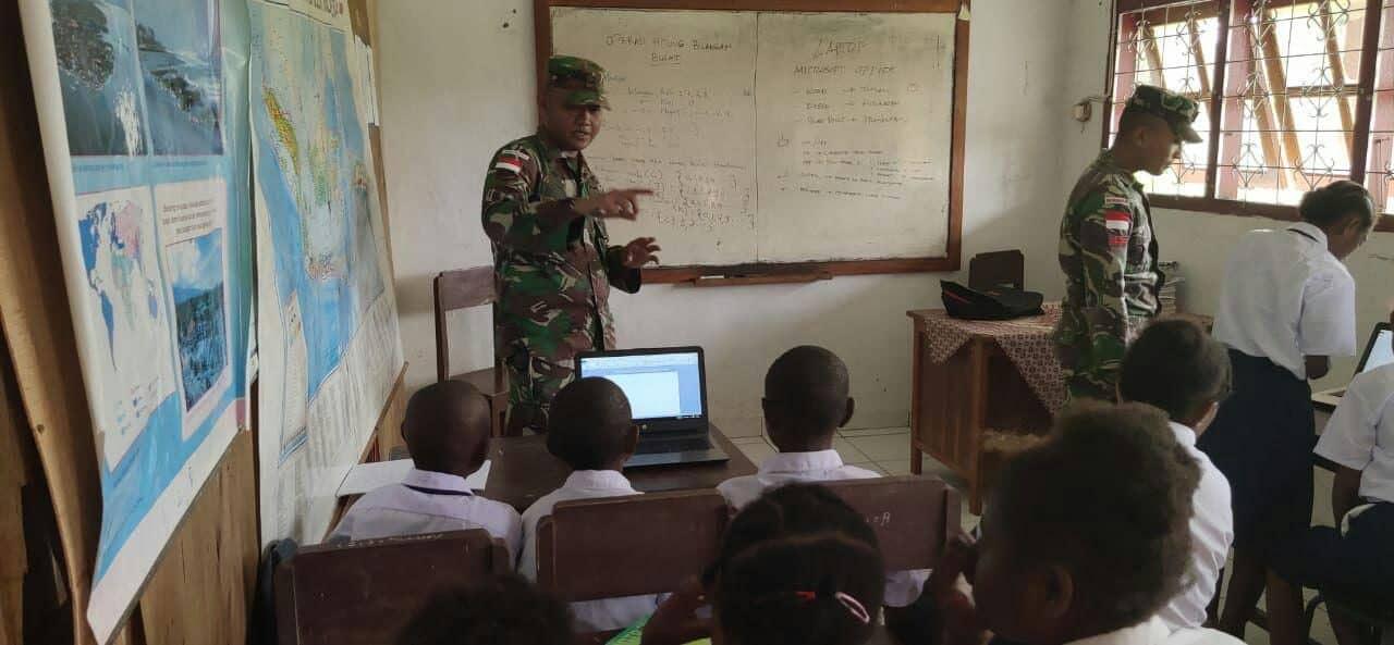 Tingkatkan Kualitas Sdm Papua, Satgas Yonif 328 Kenalkan It Ke Pelajar Smp Mahanaim