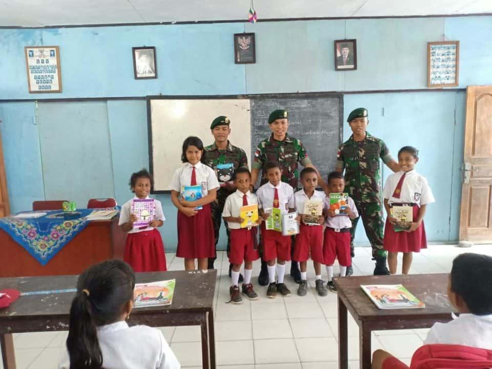 Cerdaskan Pelajar Perbatasan, Satgas Yonif Pr 328 Jadi Gadik