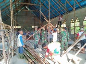 Pererat Kebersamaan Dan Toleransi, Satgas Yonmek 643 Bantu Bangun Gereja Bersama Warga