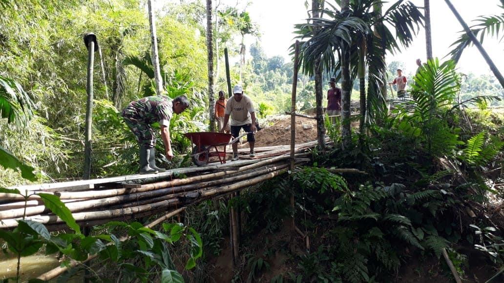 Dukung Kelancaran Bantuan Pangan, Kodim Ambon Pantau Dan Bantu Bagikan Raskin