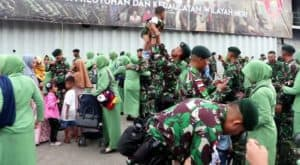 Tangis Haru Keluarga, Hantar Prajurit Yonif Raider 600 Bertugas Di Perbatasan Ri-malaysia