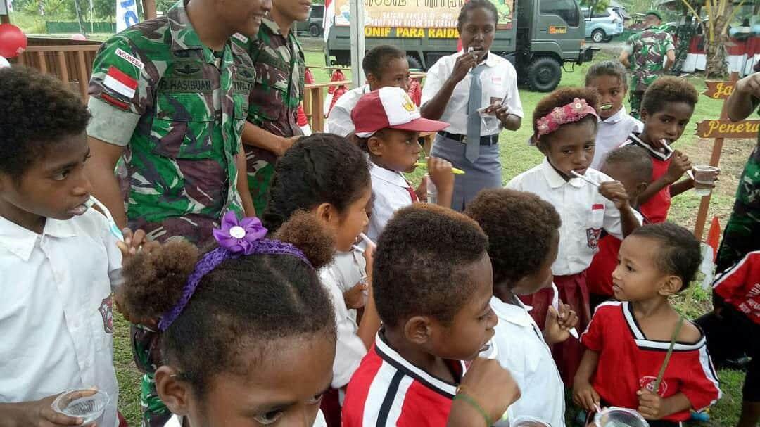 Ajarkan Tangan Dan Gigi Bersih, Satgas Pamtas Yonif 328 Tanamkan Budaya Hidup Sehat