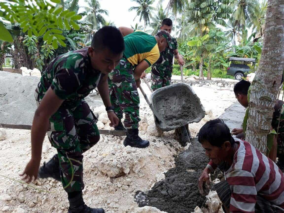 Tingkatkan Ekonomi Di Perbatasan, Satgas Yonif Pr 328 Bantu Warga Budidaya Ternak