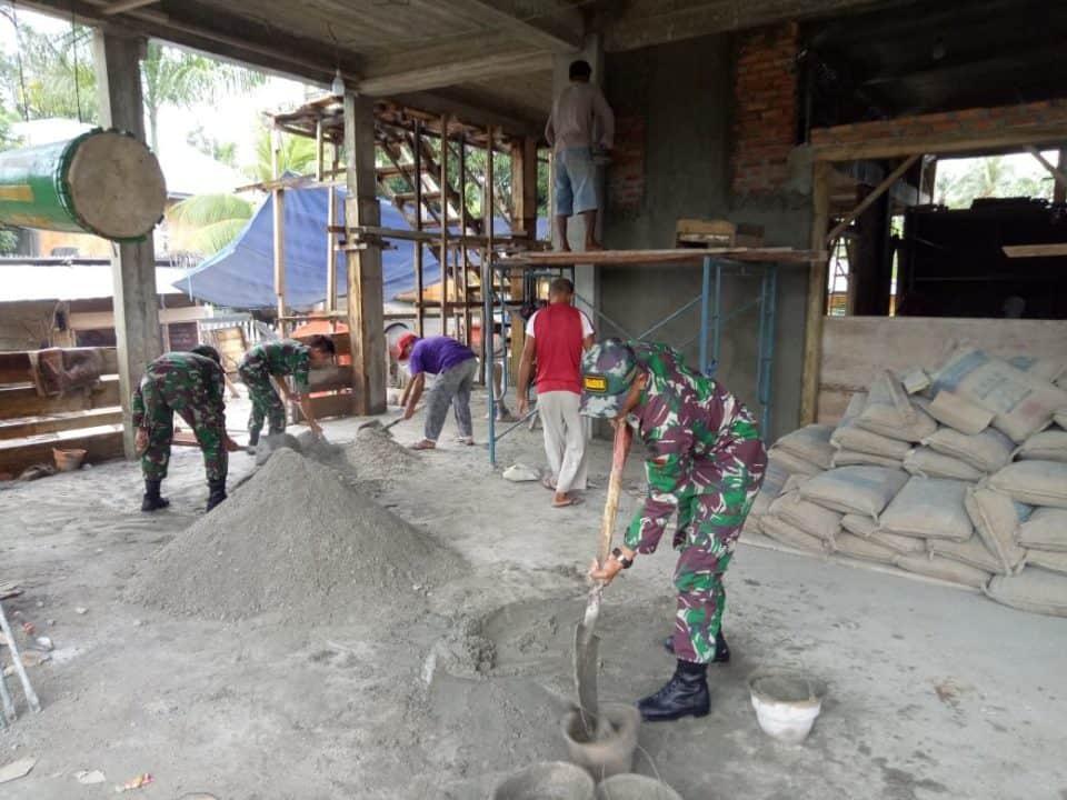 Gotong Royong Bersama Warga, Satgas Yonif 136 Percepat Pembangunan Mesjid Di Haruku