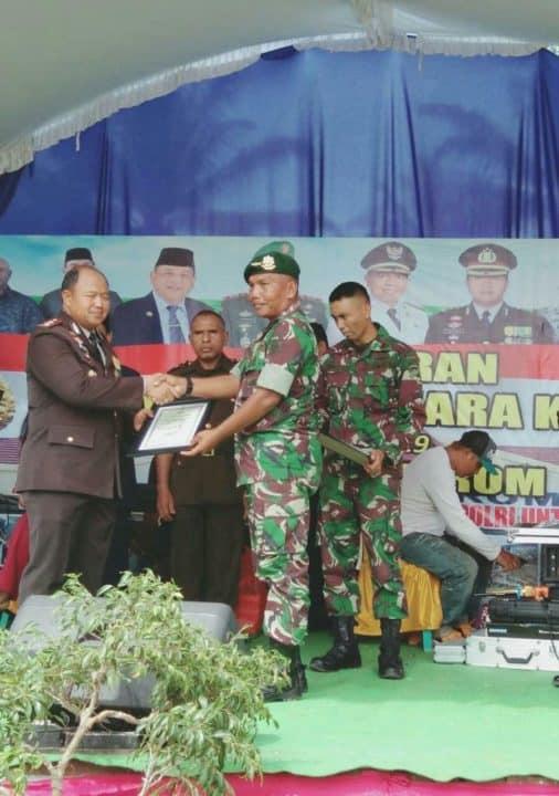 Satgas Pamtas Yonif Pr 328/dgh Terima Penghargaan Dari Polres Jayapura