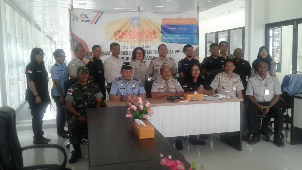 Cegah Perdagangan Ikan Ilegal, Satgas Pamtas Yonif Pr 328/dgh Jamin Keamanan Perbatasan