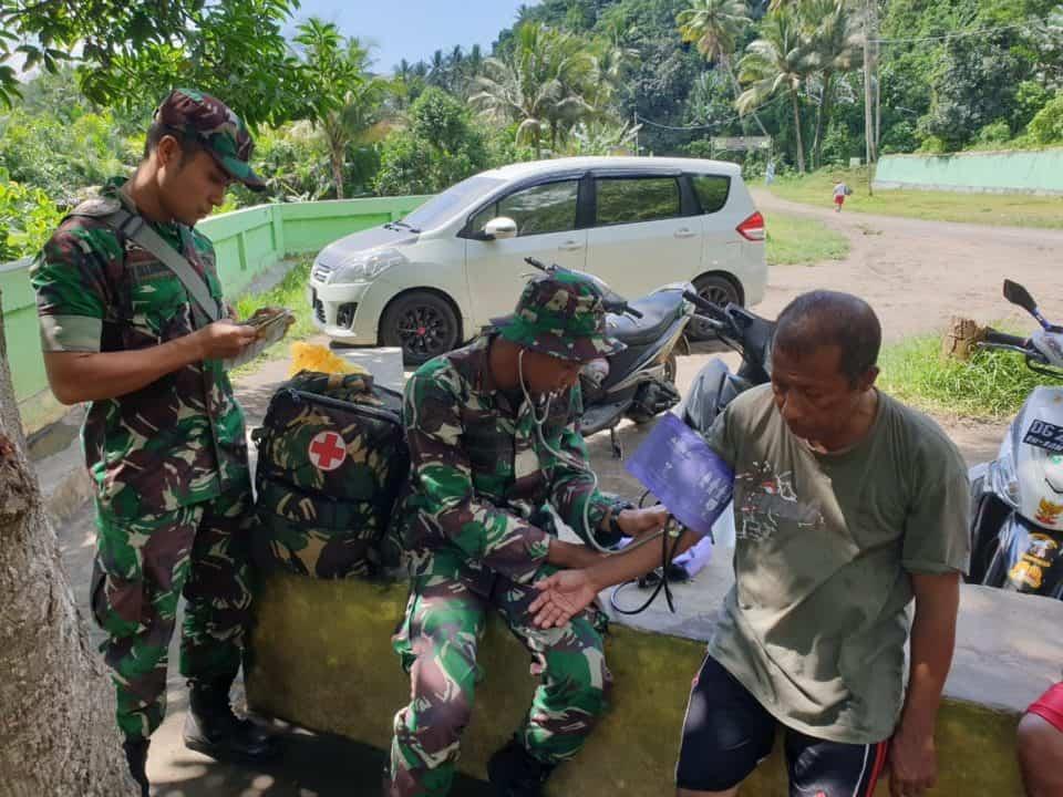 Layani Kesehatan Warga Halut, Satgas Yonif 734 Gelar Tour Of Primery Healty Care