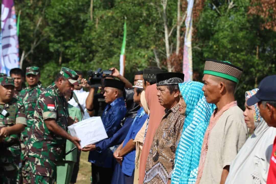 Peringati Hari Jadi, Kodam Xii/tpr Gelar Baksos Di Perbatasan Ri-malaysia