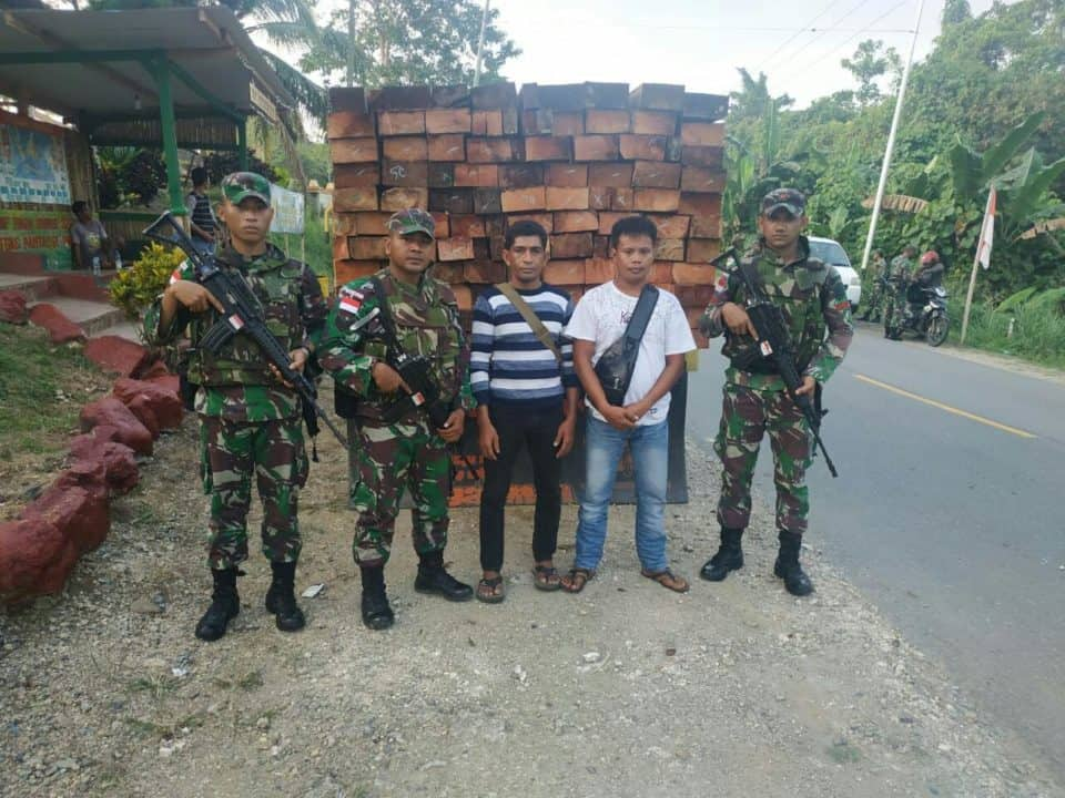 Satgas Yonif Pr 328 Amankan 15 Kubik Kayu Ilegal Di Perbatasan Ri-png