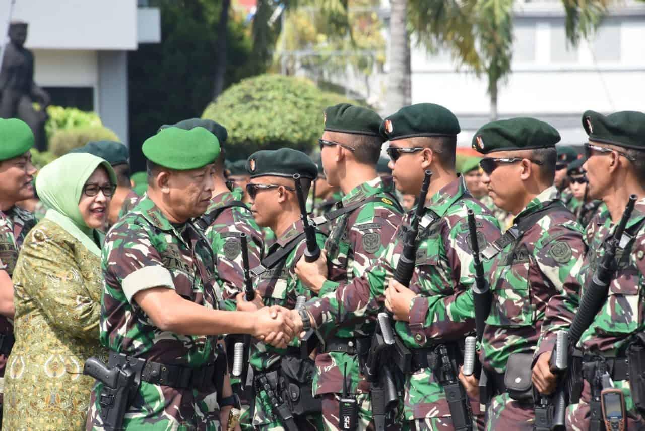Pangdam Iii/siliwangi Berangkatkan Satgas Yonif Raider 300/bjw Ke Perbatasan Ri â?? Png