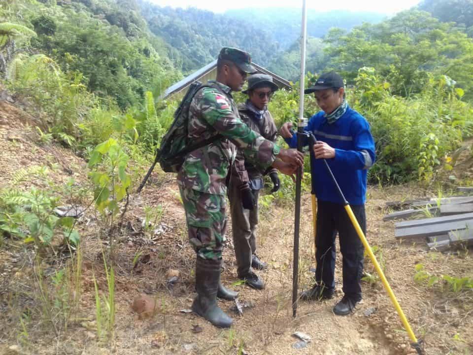 Tentukan Batas Pasti Wilayah Negara, Satgas Yonif R 600 Bantu Pengukuran Di Lumbis Ogong