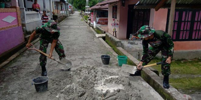 Serbuan Teritorial Satgas Yonif Rk 136 Sehatkan Lingkungan Warga Saparua
