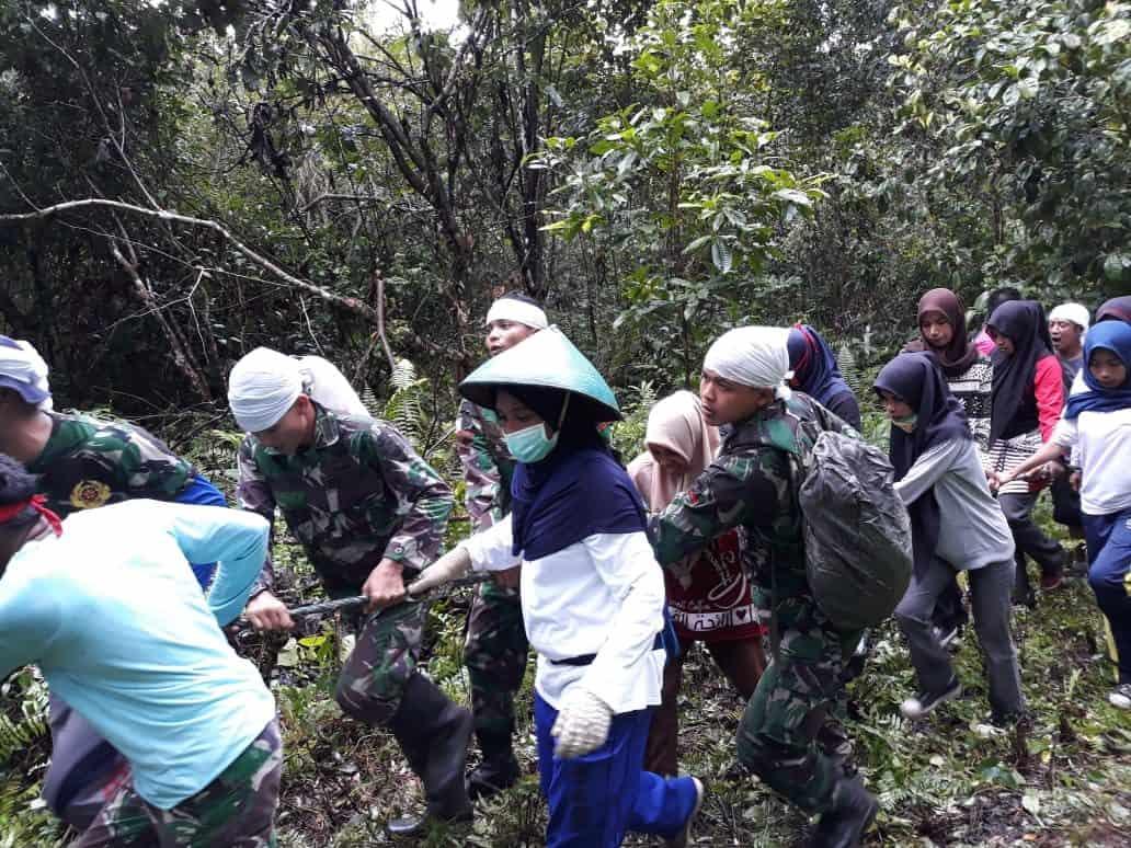 Tradisi Marihi'ai, Pererat Satgas Yonif Rk 136 Dengan Warga Negeri Kailolo Dan Kabauw