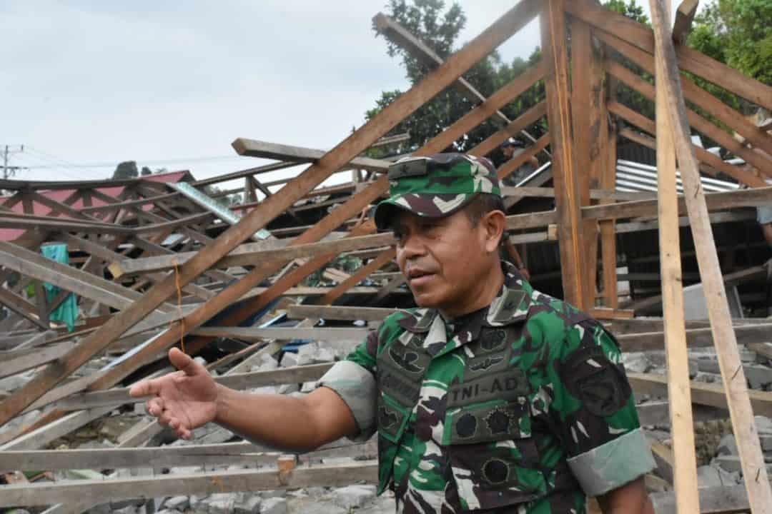 Tinjauan Udara Kasdam Xvi/ptm, Cek Kondisi Dan Fasilitas Pengungsi Korban Gempa Halsel