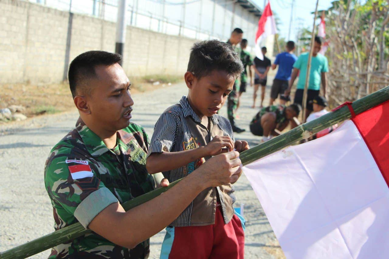 Satgas Yonif Raider 408 Bersama Warga Baudaok, Hiasi Perbatasan Ri-rdtl Dengan Merah Putih