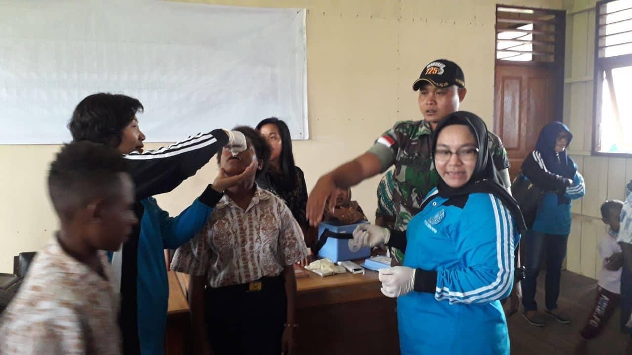 Peduli Kesehatan Anak, Satgas Yonif 725 Bersama Pkk Keerom Berikan Peyuluhan Dan Imuniasi Polio