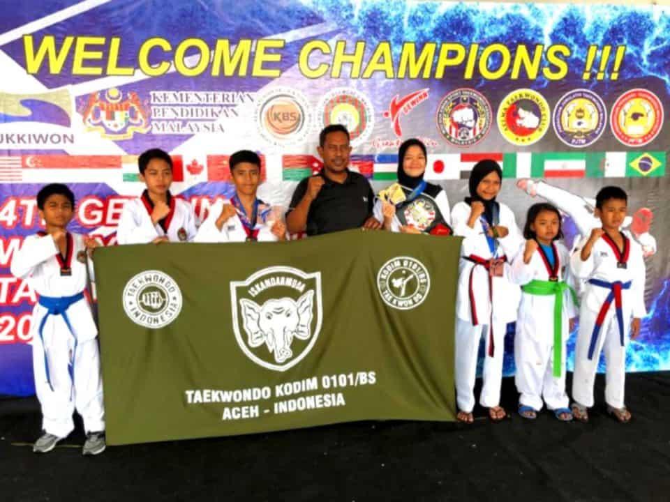 Atlet Dojang Kodim 0101/bs, Rebut Medali Emas Taekwondo Di Malaysia Open 2019