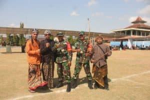 Babinsa Cawas Bantu Lestarikan Budaya Tradisional Jemparingan