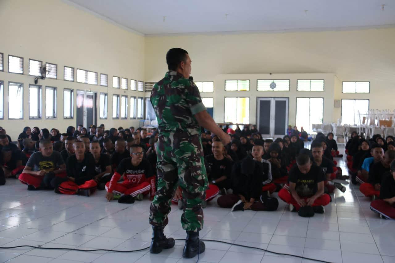 Gelar Pelatihan, Korum Yonif R 514 Gugah dan Motivasi Siswa SMAN 4 Bondowoso