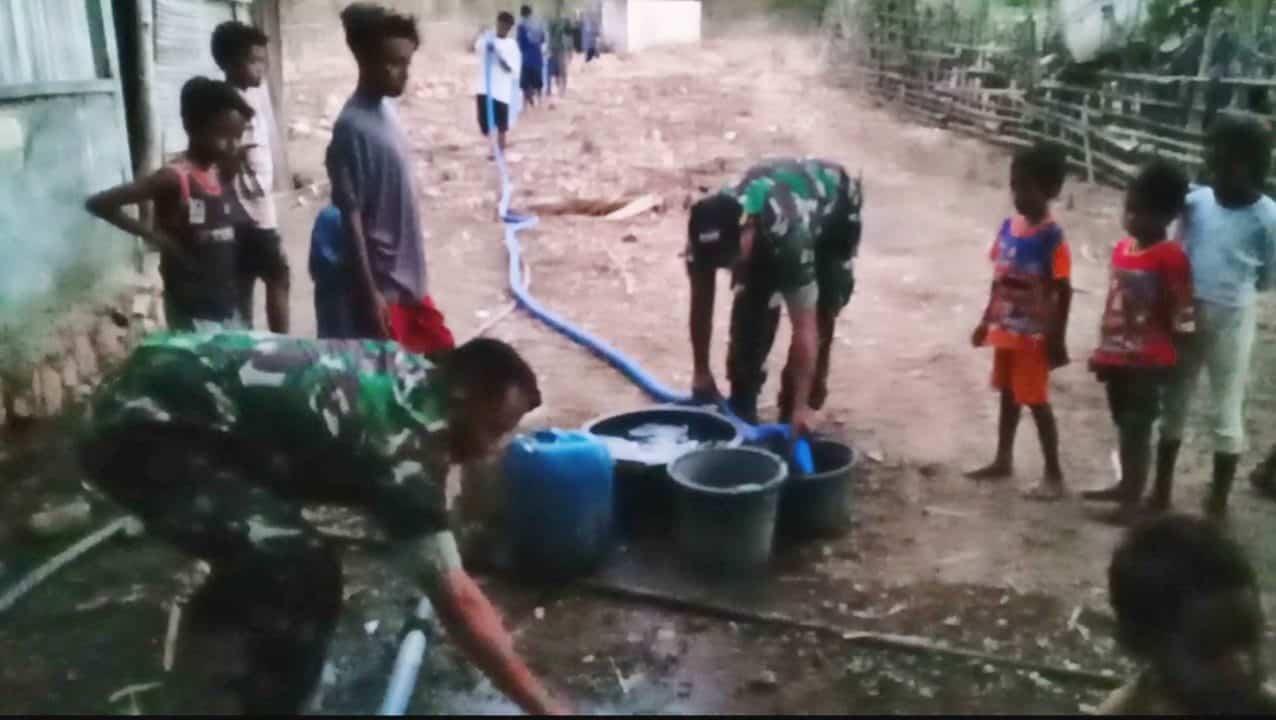 Penuhi kebutuhan Warga, Satgas Pamtas Yonif 408 Kirim 10.000 Liter Air Bersih