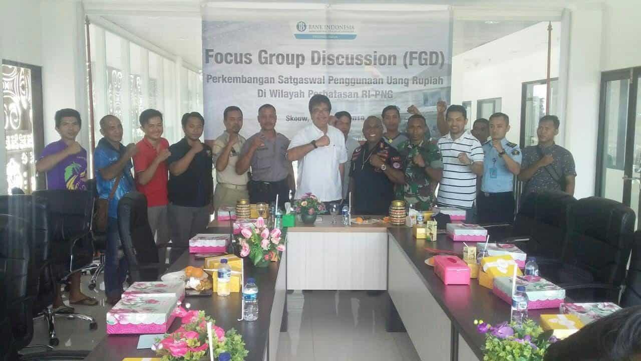 Gerakan Cinta Rupiah, Satgas Yonif 328 Bantu Sosialisaiskan di Perbatasan RI-PNG