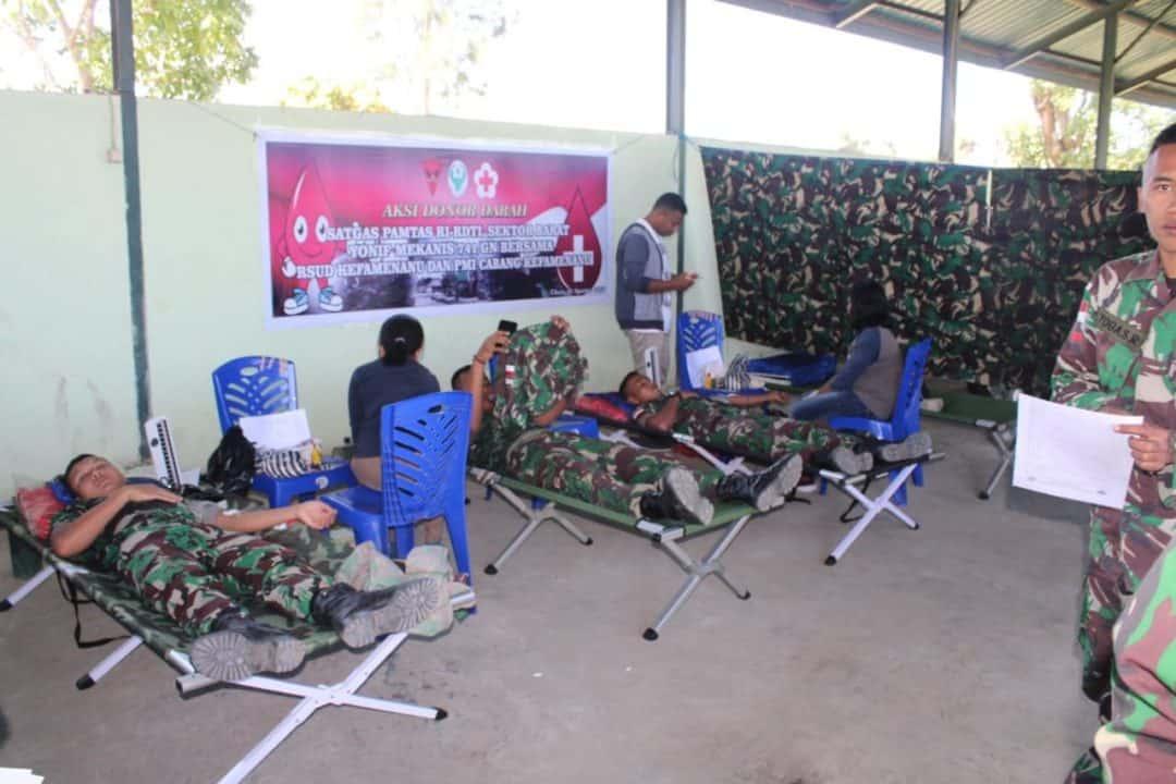 Sambut HUT Kemerdekaan RI, Puluhan Prajurit Yonmek 741 Donorkan Darah di Kefamenanu