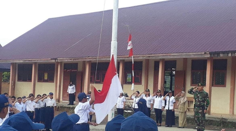 Diminta Jadi Irup, Anggota Satgas Pamtas Yonif R 303 Berikan Motivasi di SMPN Long Bagun