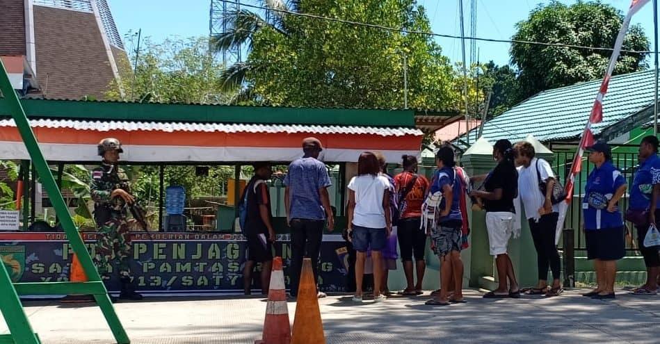 Jamin Keamanan dan Kenyamanan di Perbatasan RI-PNG, Satgas Yonif 713 Amankan Pasar Skouw