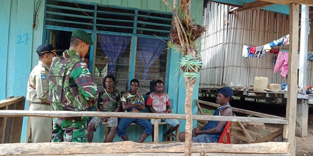 Menetap di Distrik Web, Satgas Pamtas Yonif 509 Bantu Pemuda PNG Sekolah di Indonesia