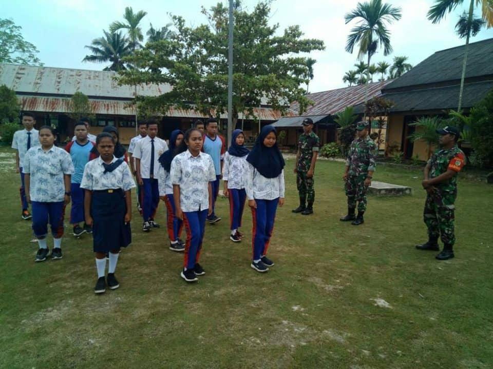 Sambut Hut Proklamasi, Satgas Yonif 328/dgh Latih Paskibraka Smpn 3 Kampung Yammua