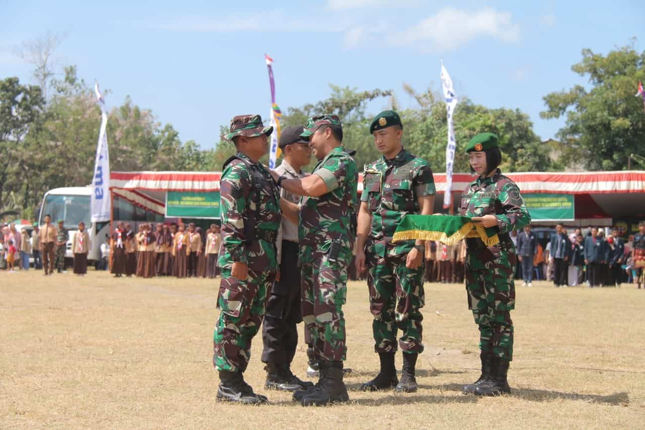 Kasad Secara Resmi Menutup Pelaksanaan TMMD 105 di Lombok Timur.