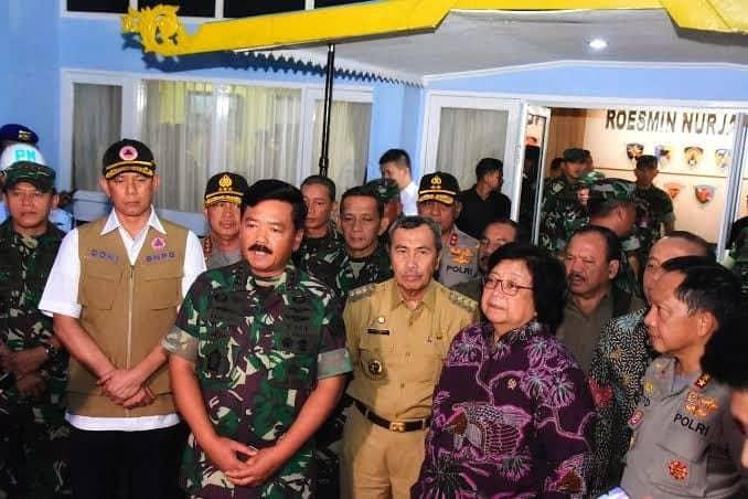 Panglima TNI : TNI Lakukan Water Boombing, Padamkan Kebakaran Hutan di Riau