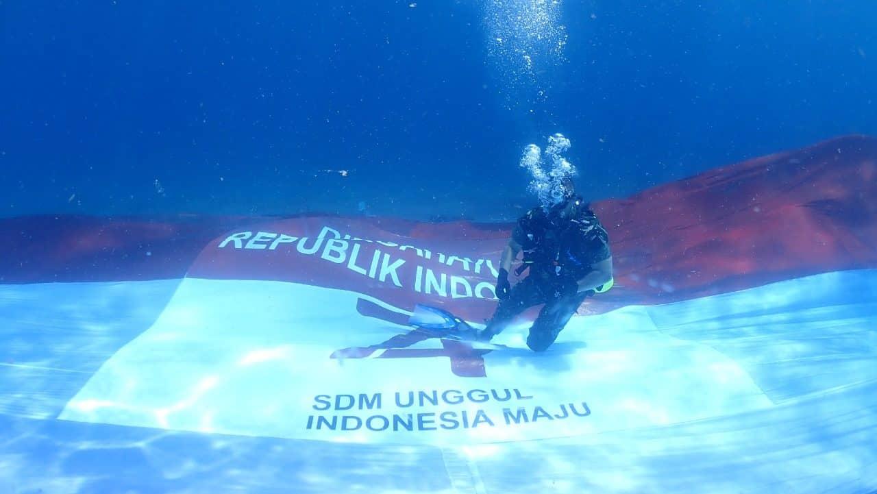 Bentangkan Bendera Merah Putih di Bawah Laut, Kodam XIII/Mdk Pecahkan Rekor MURI 2014