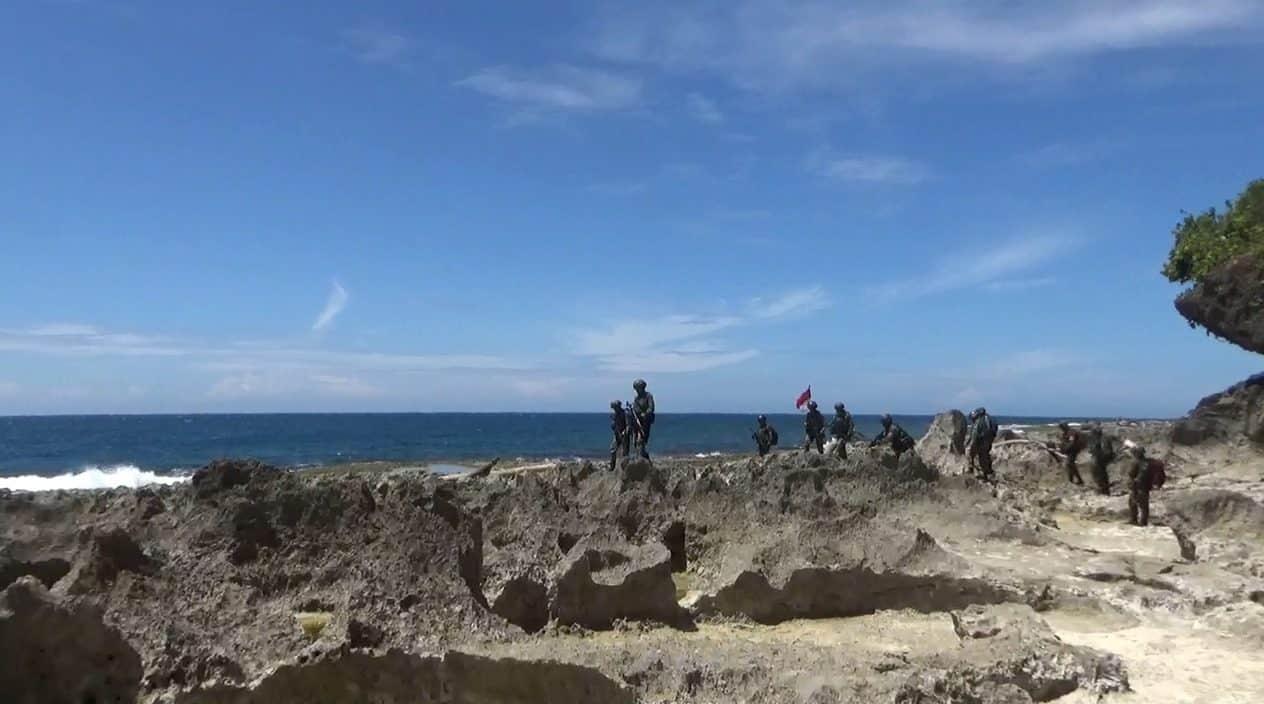 Turuni Tebing Terjal Tepi Laut, Satgas Yonif 713 Temukan Patok Batas Peninggalan Hindia Belanda di Skouw